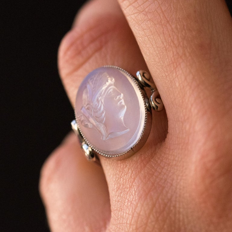 20th Antique Moonstone Cameo White Gold Ring In Excellent Condition For Sale In Poitiers, FR
