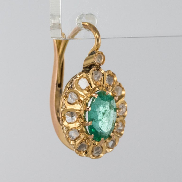 20th Century 1.52 Carat Emerald Diamond Rose Gold Drop Earrings In Excellent Condition For Sale In Poitiers, FR
