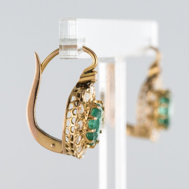 20th Century 1.52 Carat Emerald Diamond Rose Gold Drop Earrings For Sale 1