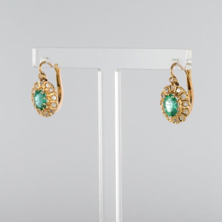 20th Century 1.52 Carat Emerald Diamond Rose Gold Drop Earrings For Sale 2