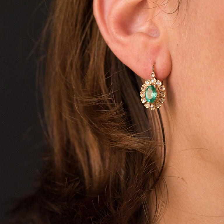 20th Century 1.52 Carat Emerald Diamond Rose Gold Drop Earrings For Sale 3
