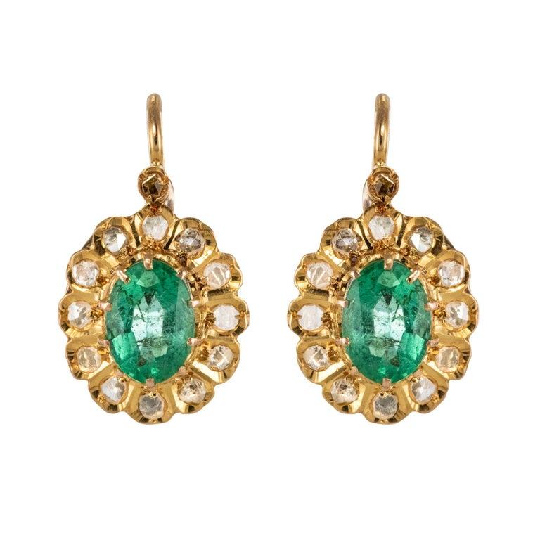20th Century 1.52 Carat Emerald Diamond Rose Gold Drop Earrings For Sale