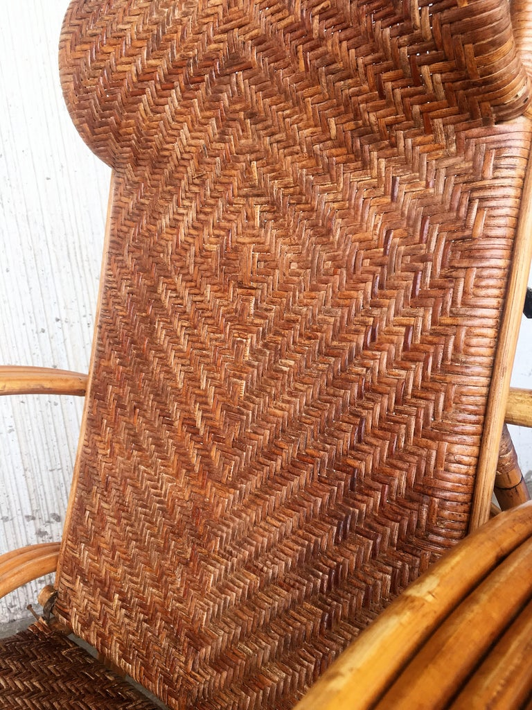 20th Century Adjustable Bentwood and Rattan Chaise Longue  with Ottoman Inserted For Sale 7