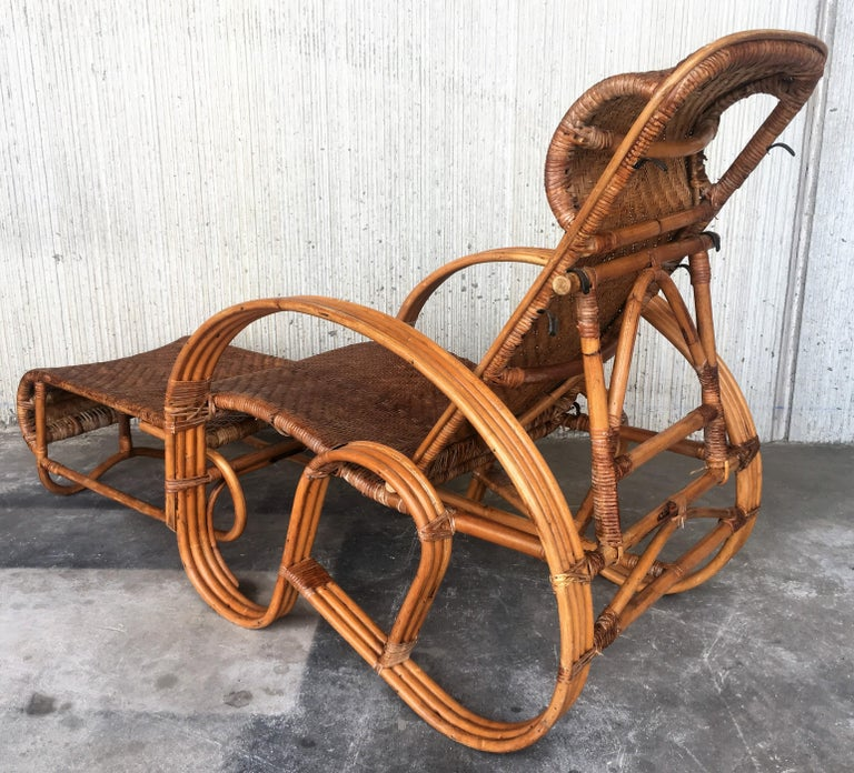 20th Century Adjustable Bentwood and Rattan Chaise Longue  with Ottoman Inserted For Sale 3