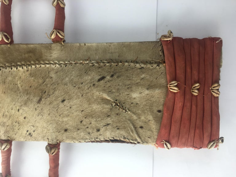 20th Century African Tribal Sword with Holder In Good Condition For Sale In Arles, FR