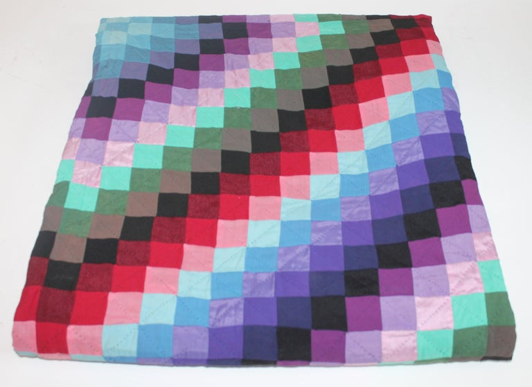 20th Century Amish Sunshine and Shadow Quilt from Lancaster, Pennsylvania For Sale 3
