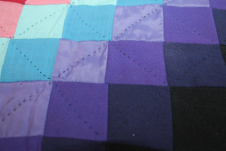 20th Century Amish Sunshine and Shadow Quilt from Lancaster, Pennsylvania For Sale 4