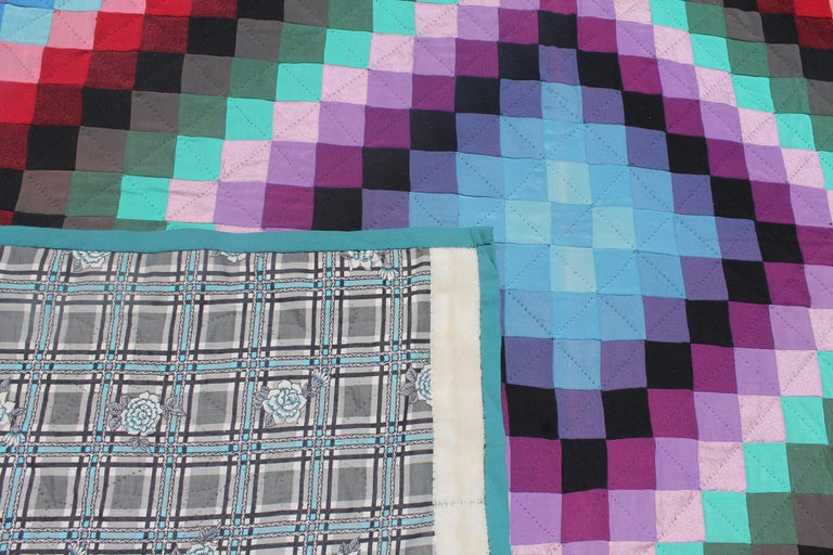 20th Century Amish Sunshine and Shadow Quilt from Lancaster, Pennsylvania For Sale 5