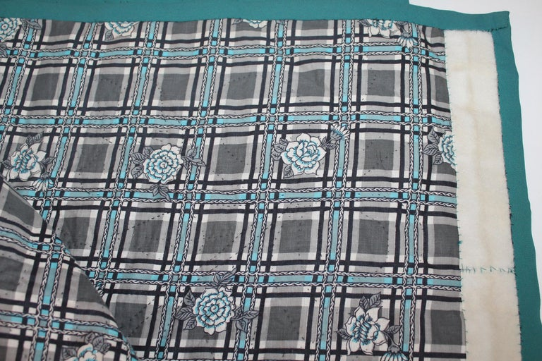 20th Century Amish Sunshine and Shadow Quilt from Lancaster, Pennsylvania For Sale 7