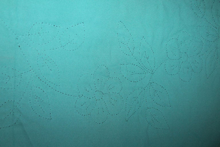 20th Century Amish Sunshine and Shadow Quilt from Lancaster, Pennsylvania For Sale 2