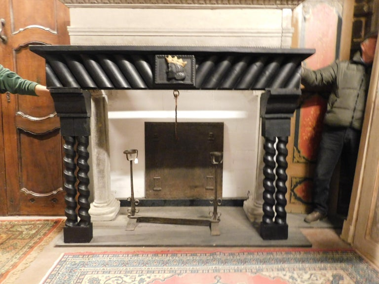 20th Century Antique Wood Lacquered Fireplace with Goldened King Face In Good Condition For Sale In Cuneo, Italy