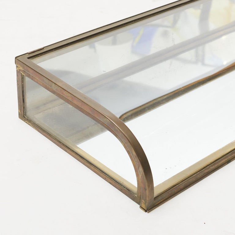 Art Deco table display case. Brass, clear glass, bottom and rear panel covered with mirror. Made by Siegel Paris, circa 1920. Unspoiled original condition.