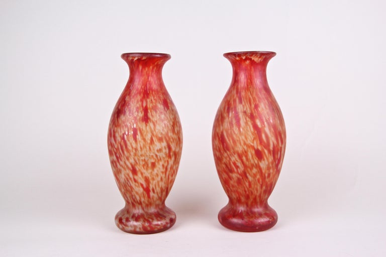 Beautiful pair of Art Nouveau glass vases from the period in France around 1900. The bulby shaped mouth blown glass vases show a unique coloration in different red and orange tones. Both vases come in very good original condition. A nice pair of
