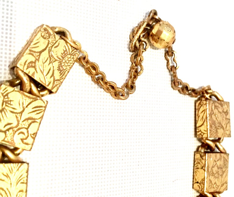 20th Century Art Nouveau Gold Book Chain Choker Style Necklace & Earrings S/3 For Sale 3