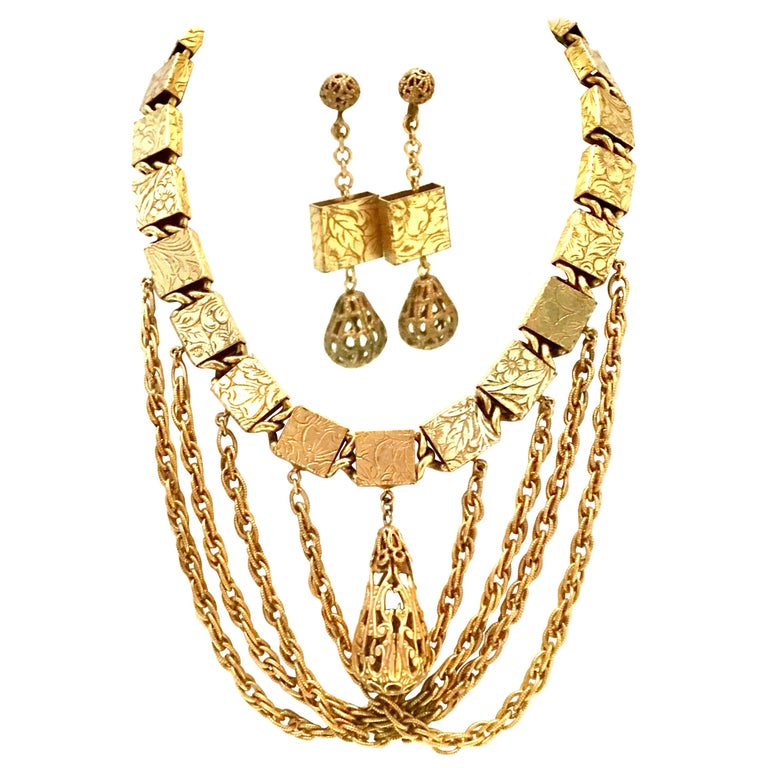20th Century Art Nouveau Gold Book Chain Choker Style Necklace & Earrings S/3 For Sale