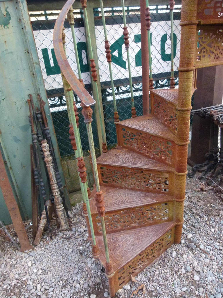 20th Century Art Nouveau Style Iron Spiral Staircase In Good Condition For Sale In Vulpellac, Girona