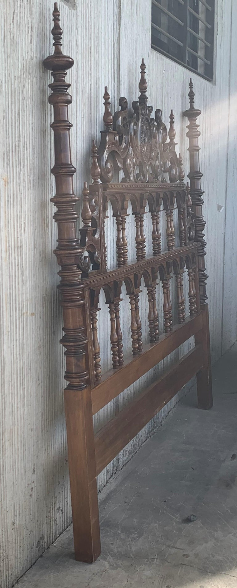 20th Century Baroque Style King Size Headboard in Carved Walnut For Sale 7
