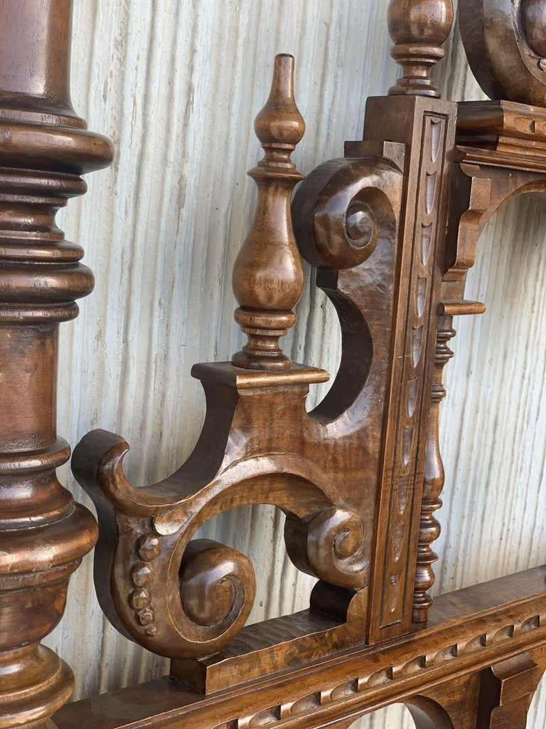 20th Century Baroque Style King Size Headboard in Carved Walnut In Good Condition For Sale In Miami, FL