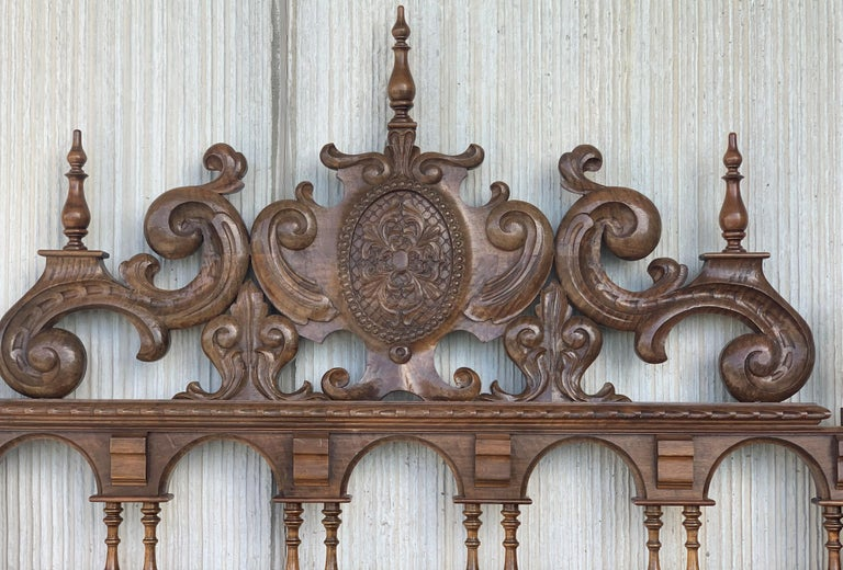 20th Century Baroque Style King Size Headboard in Carved Walnut For Sale 1