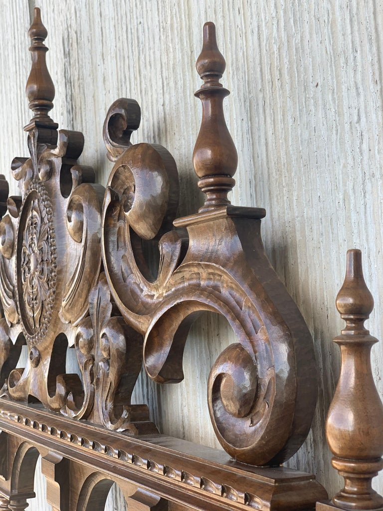 20th Century Baroque Style King Size Headboard in Carved Walnut For Sale 3