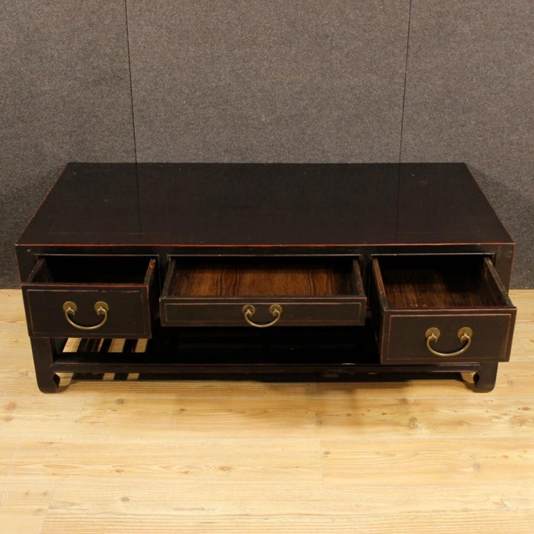 20th Century Black Lacquered Wood Chinese Side Table, 1960 10