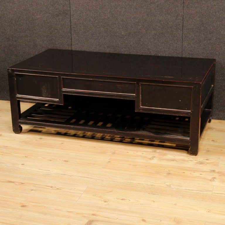 20th Century Black Lacquered Wood Chinese Side Table, 1960 In Fair Condition In Vicoforte, Piedmont