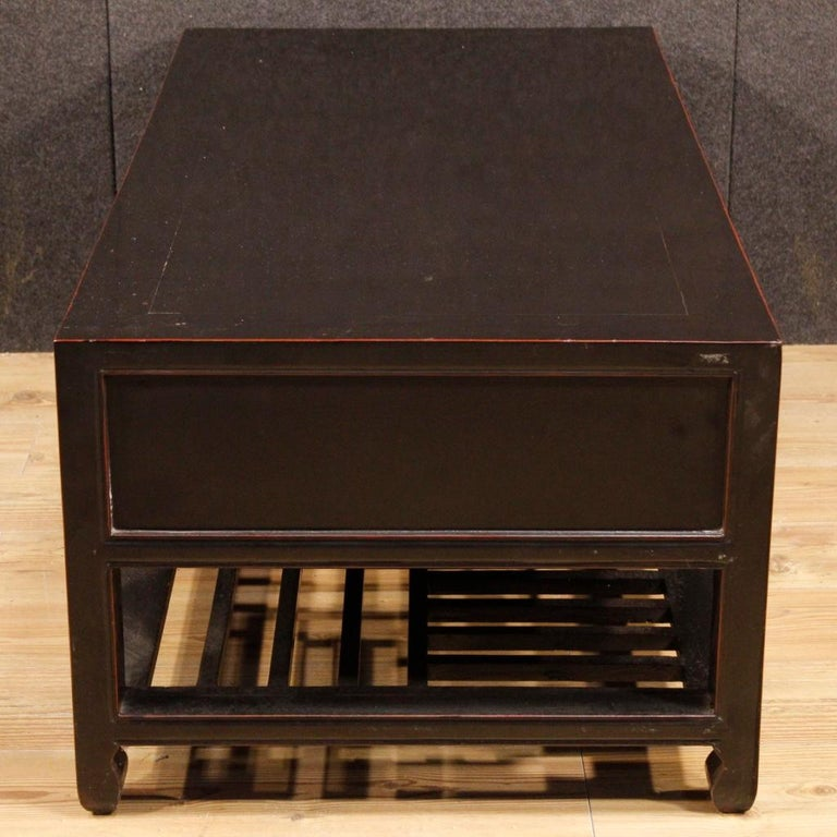 20th Century Black Lacquered Wood Chinese Side Table, 1960 5
