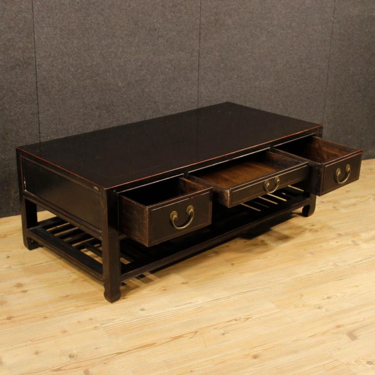 20th Century Black Lacquered Wood Chinese Side Table, 1960 9