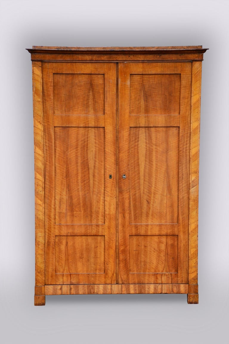 Well-preserved and completely authentic with drawer.