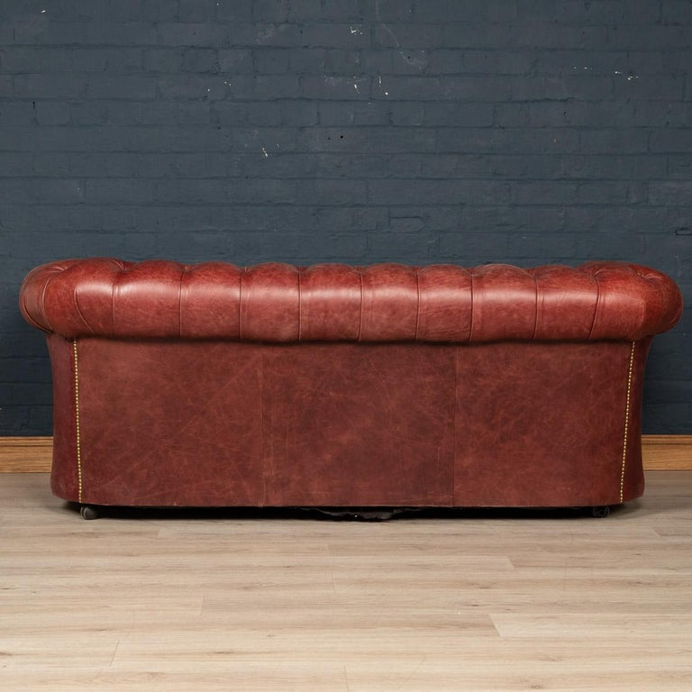 English 20th Century Chesterfield Leather Sofa With Button Down Seat For Sale