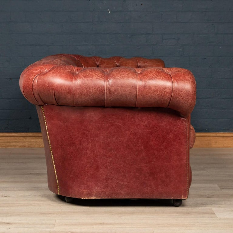 20th Century Chesterfield Leather Sofa With Button Down Seat In Good Condition For Sale In London, London