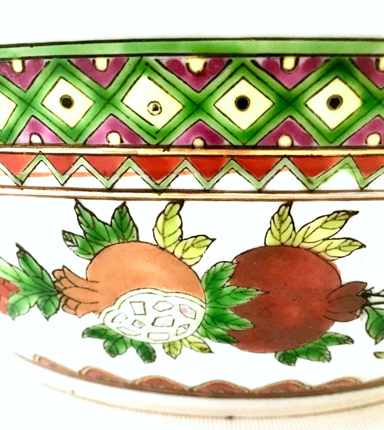 20th Century Chinese Export Hand-Painted Porcelain Enamel & Gold Lidded Tureen For Sale 1
