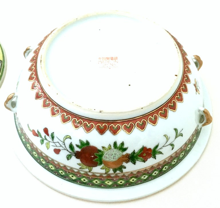 20th Century Chinese Export Hand-Painted Porcelain Enamel & Gold Lidded Tureen For Sale 7