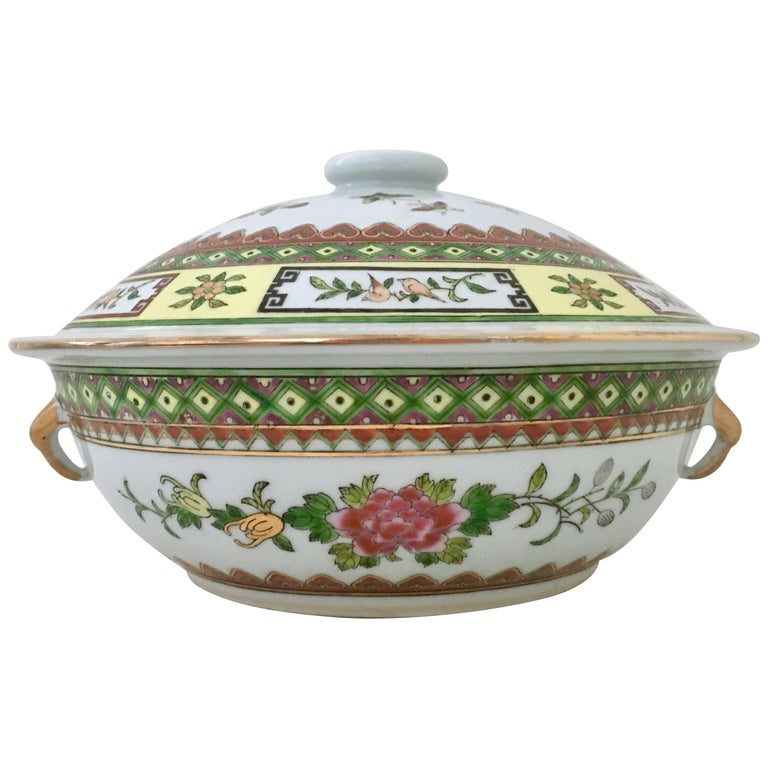 20th Century Chinese Export Hand-Painted Porcelain Enamel & Gold Lidded Tureen For Sale
