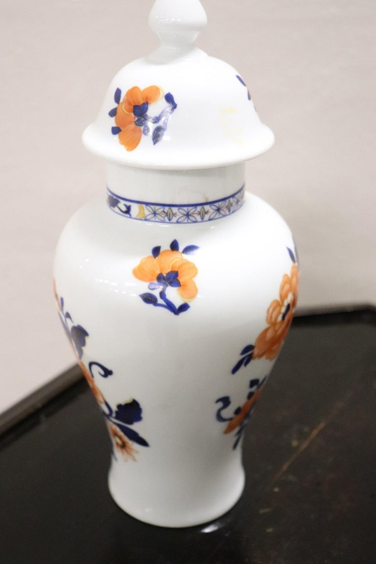 20th Century Chinese Pair of Vase in Porcelain with Floral Motifs For Sale 1