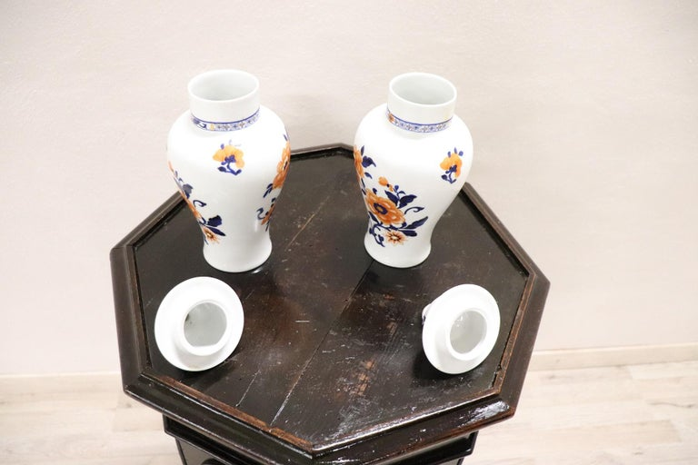 20th Century Chinese Pair of Vase in Porcelain with Floral Motifs For Sale 2
