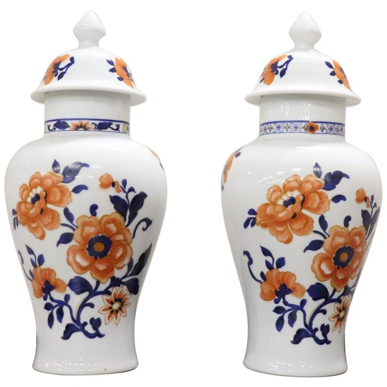 20th Century Chinese Pair of Vase in Porcelain with Floral Motifs For Sale