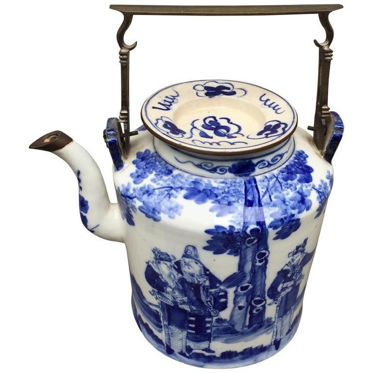 Chinoiserie 20th Century  teapot Brass Handle and Brass Trim For Sale