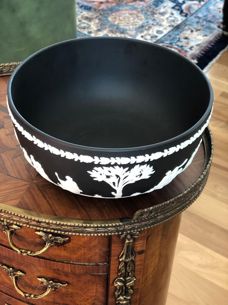 Antique Wedgwood Jasperware bowl in black basalt in perfect condition. There are three different scenes and characters around the bowl.