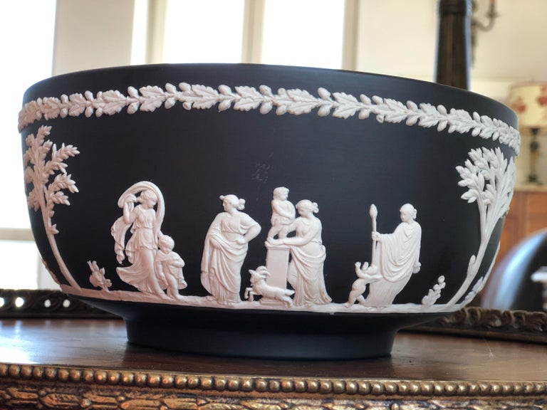 English 20th Century Classic Wedgwood Jasperware Bowl, England For Sale