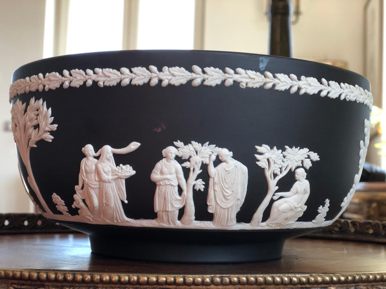 20th Century Classic Wedgwood Jasperware Bowl, England In Excellent Condition For Sale In , CH