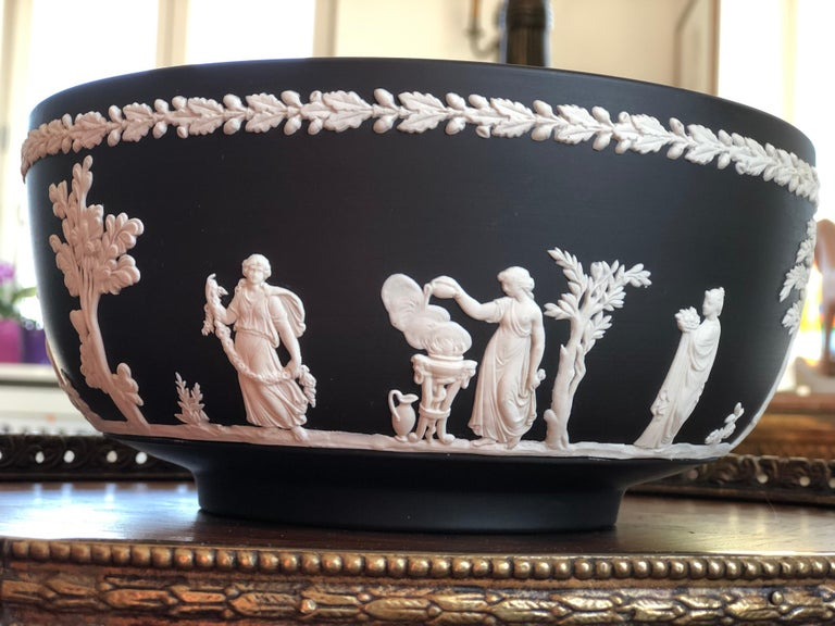 Porcelain 20th Century Classic Wedgwood Jasperware Bowl, England For Sale