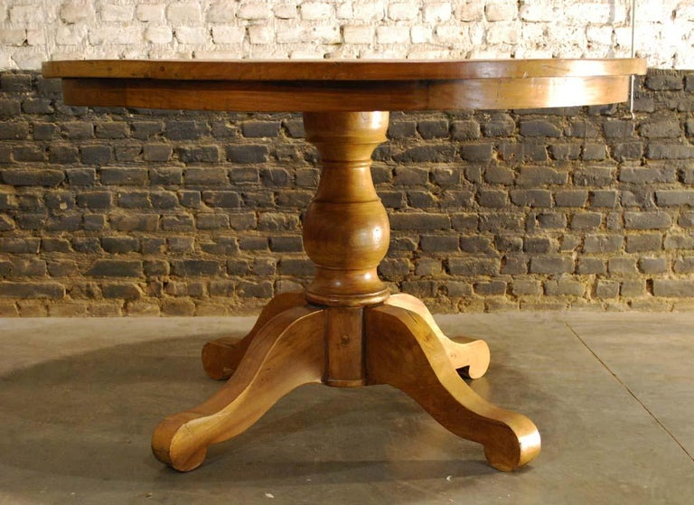 20th Century Country Style Round Dining Table In Good Condition For Sale In Casteren, NL