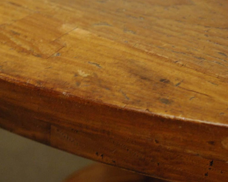 20th Century Country Style Round Dining Table For Sale 3