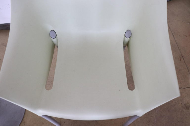 20th Century Design Table and Chairs by Philippe Starck for Kartell, 1990s For Sale 10