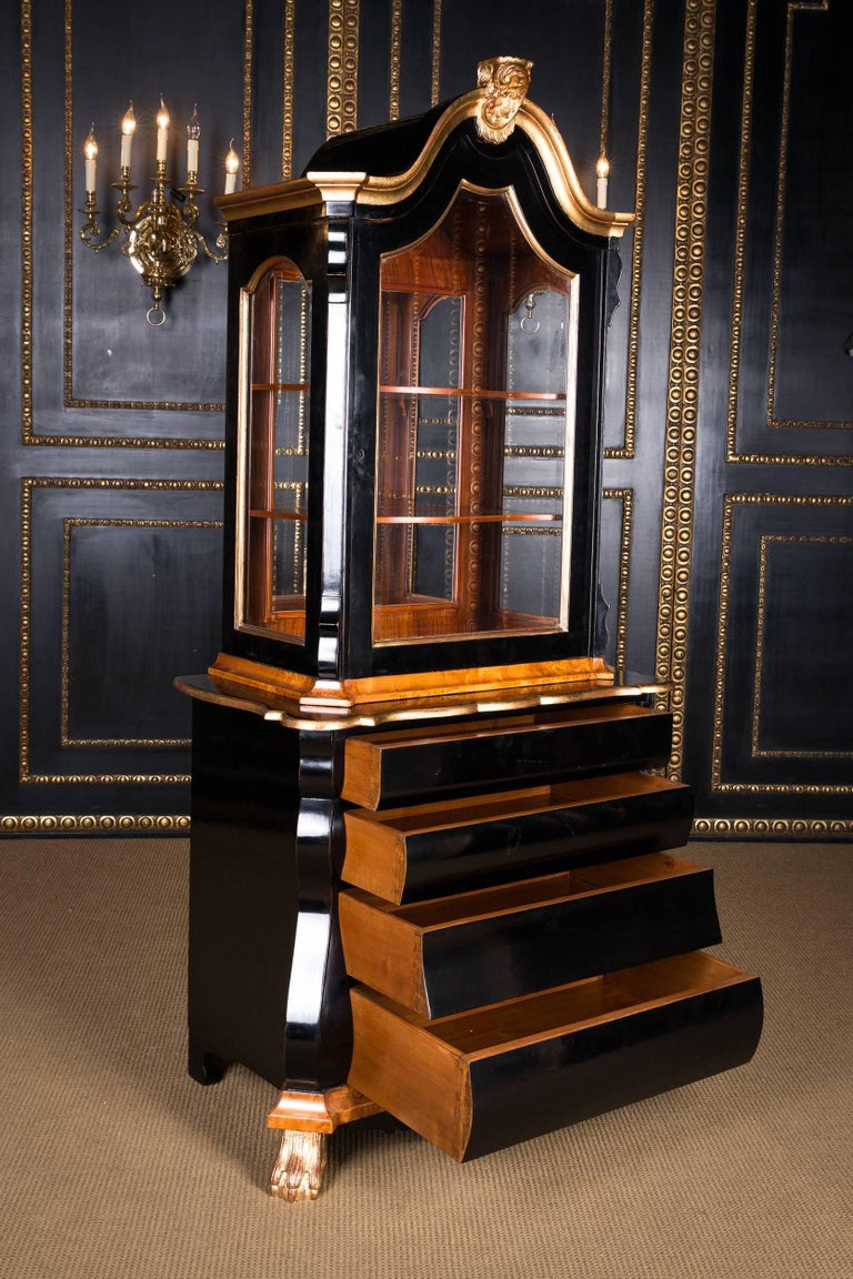 20th Century, Display Cabinet in Dutch Baroque Style Maple Root Veneer For Sale 4