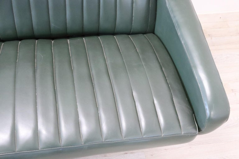 20th Century English Design Green Leather Living Room Set or Salon Suite, 1970s For Sale 10