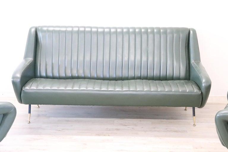 20th Century English Design Green Leather Living Room Set or Salon Suite, 1970s In Good Condition For Sale In Bosco Marengo, IT