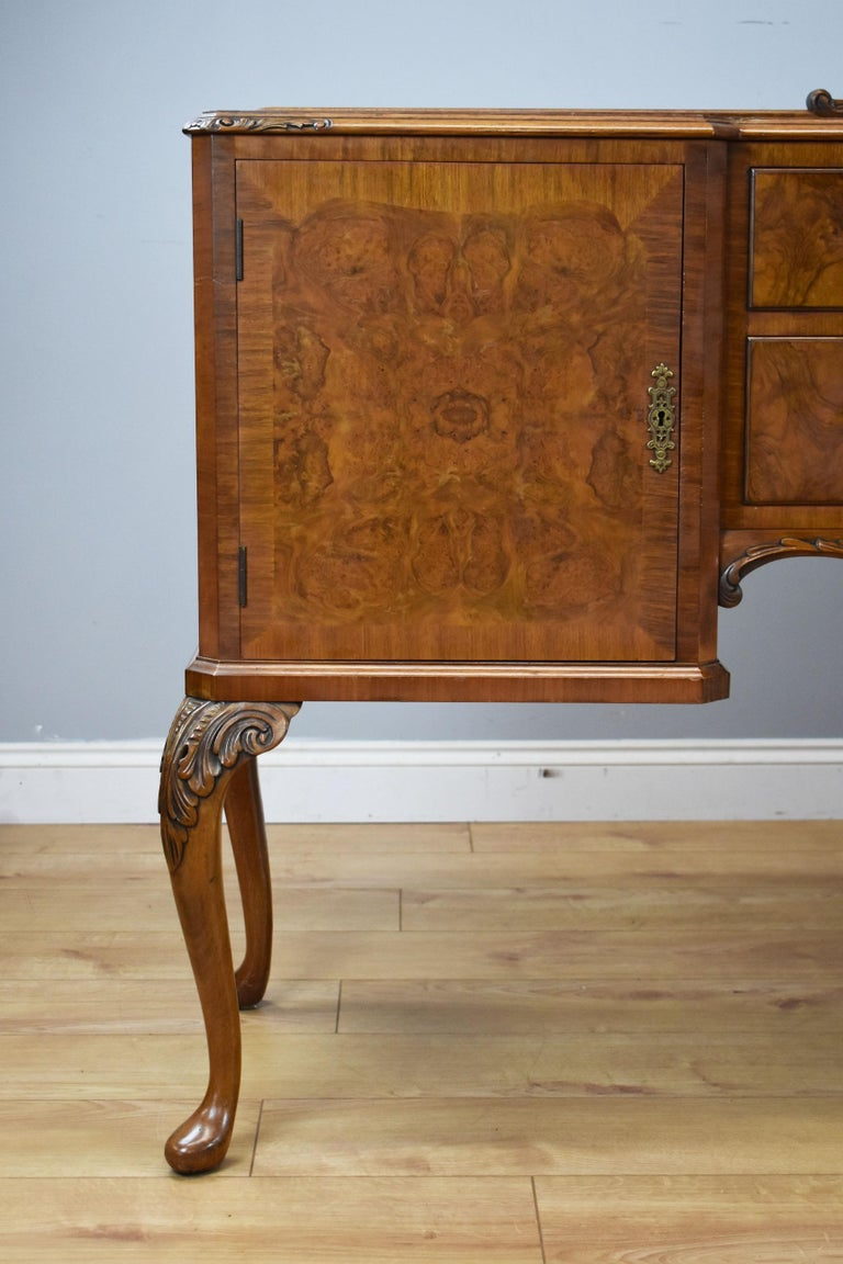 20th Century English Queen Anne Style Burr Walnut Dining Suite For Sale 1