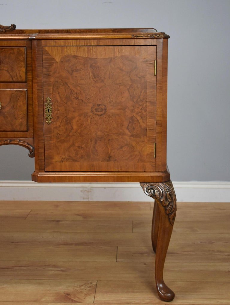20th Century English Queen Anne Style Burr Walnut Dining Suite For Sale 3